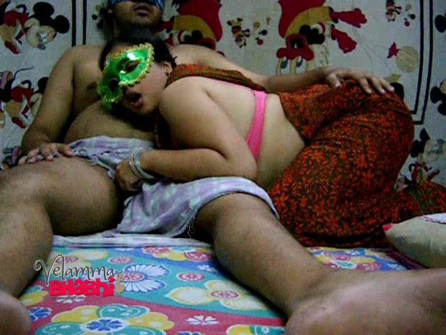 Velamma 10. Velamma bhabhi desperate to sucks her lovers cock